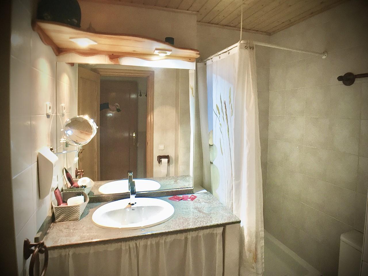 Lavabo habitación doble camas individuales